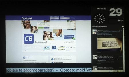 Consumentenbond koffiecorner met Facebookwall en tweetstream